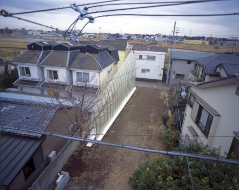 Super-Slim Arched House Makes the Most of Narrow Tokyo Plot