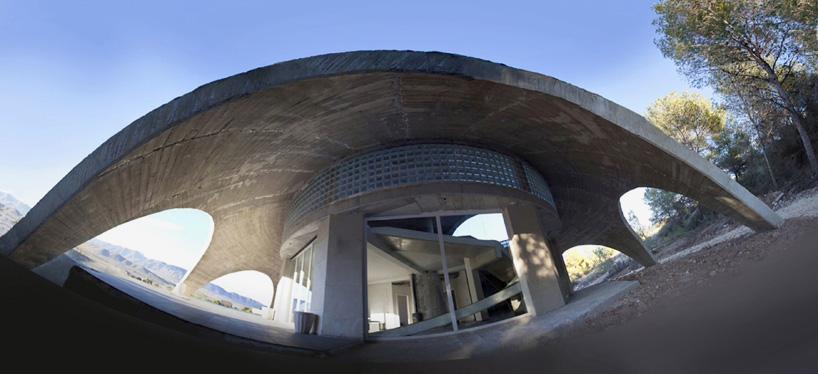 deep-cavern-studio-habitat-of-the-artist-claudio-hebberecht-designboom-02