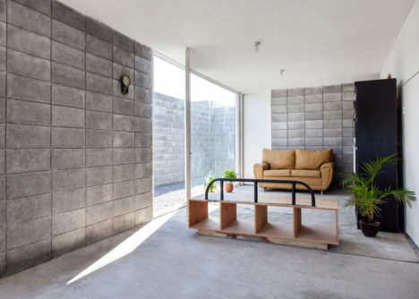 Casa caja low cost concrete house designed to diy for Cinder block homes cost