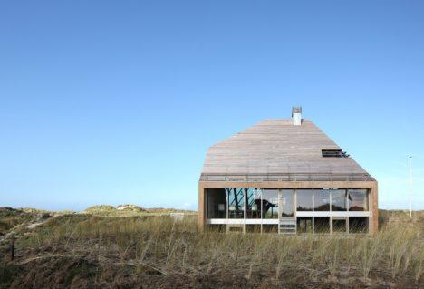 dune house glass facade