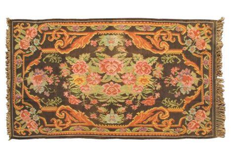 Vintage Kilim rug with floral pattern