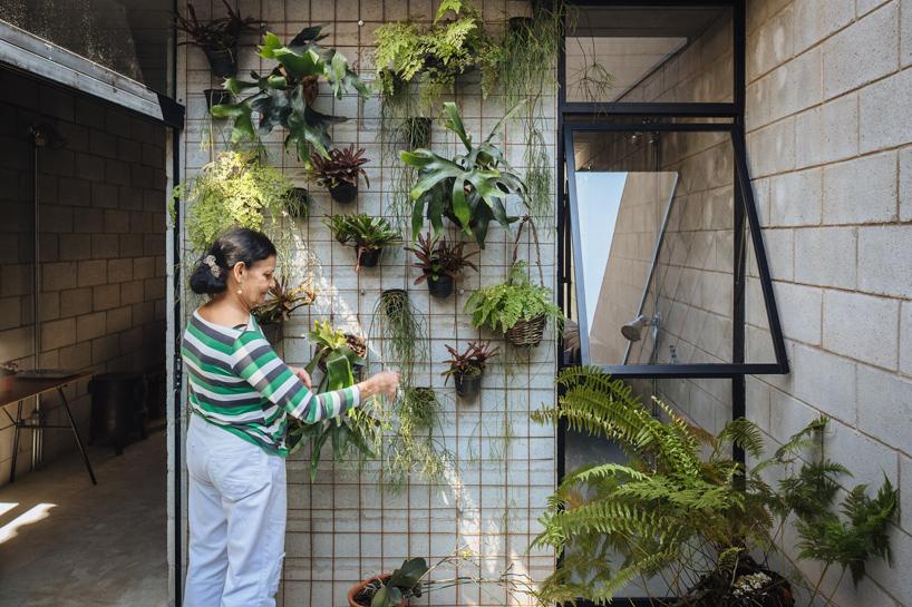 Low cost concrete block house in brazil designs ideas for Design casa low cost