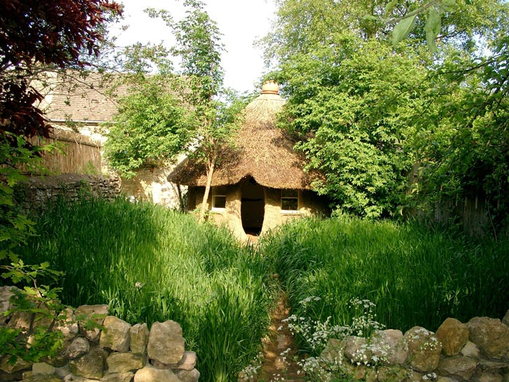 The Michael Buck Cob House in Oxfordshire, England, was built using an ancient technique