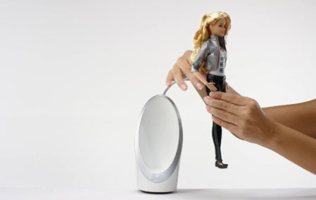 Hello Barbie: she can listen and talk