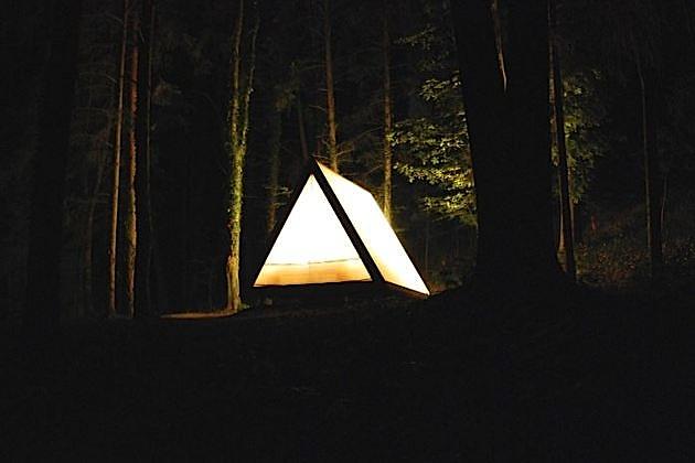 Lushna Villa Air tent / cabin at night