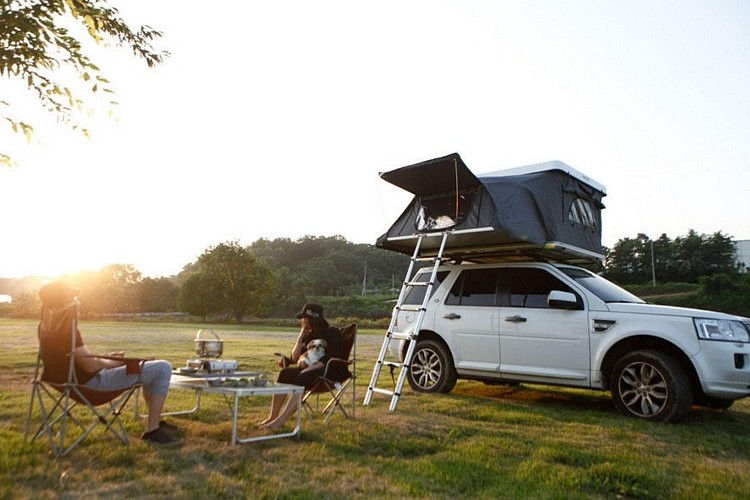 & Rooftop Camper: Hard Top Pop-Up Tent for Your Vehicle