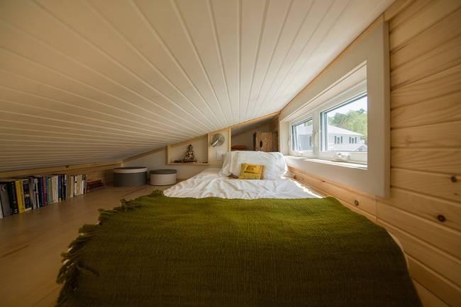 Full Moon Tiny Shelters: bedroom