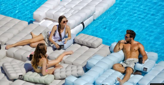 Pigro Felice inflatable pool furniture