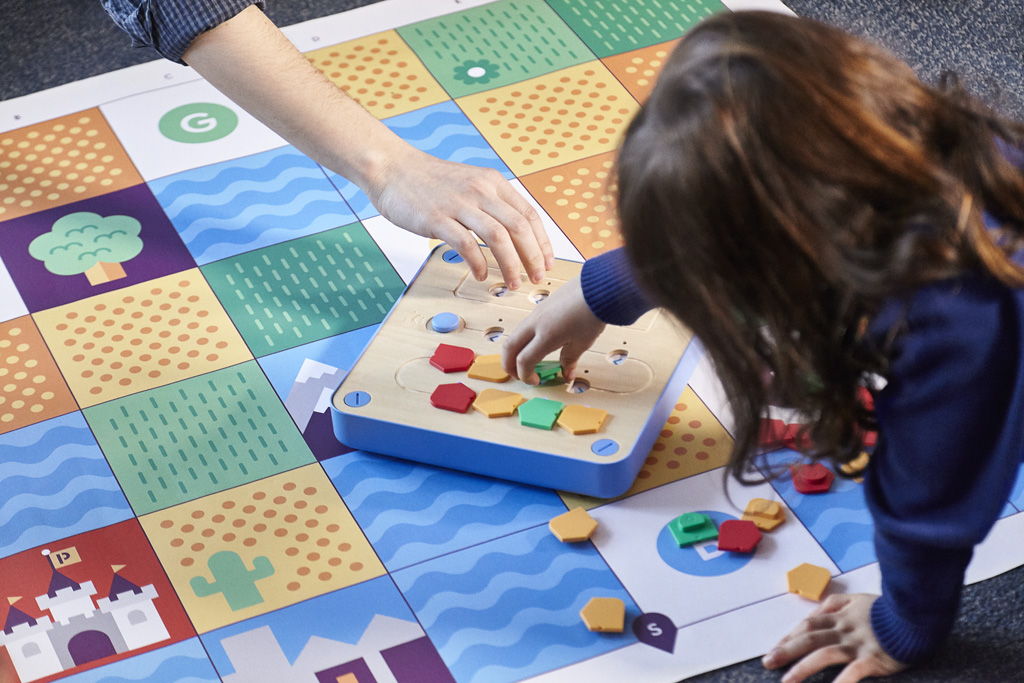 children playing with cubetto the programming robot