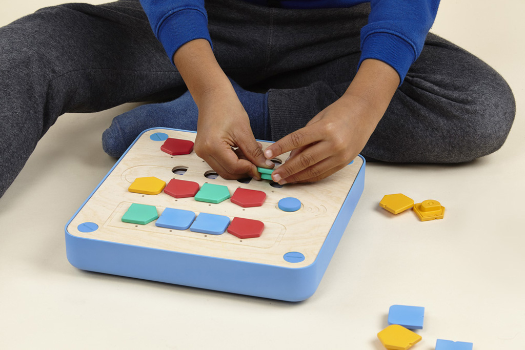 children playing cubetto computer programming robot