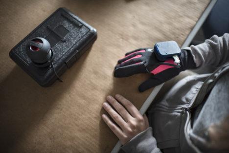 voz box glove