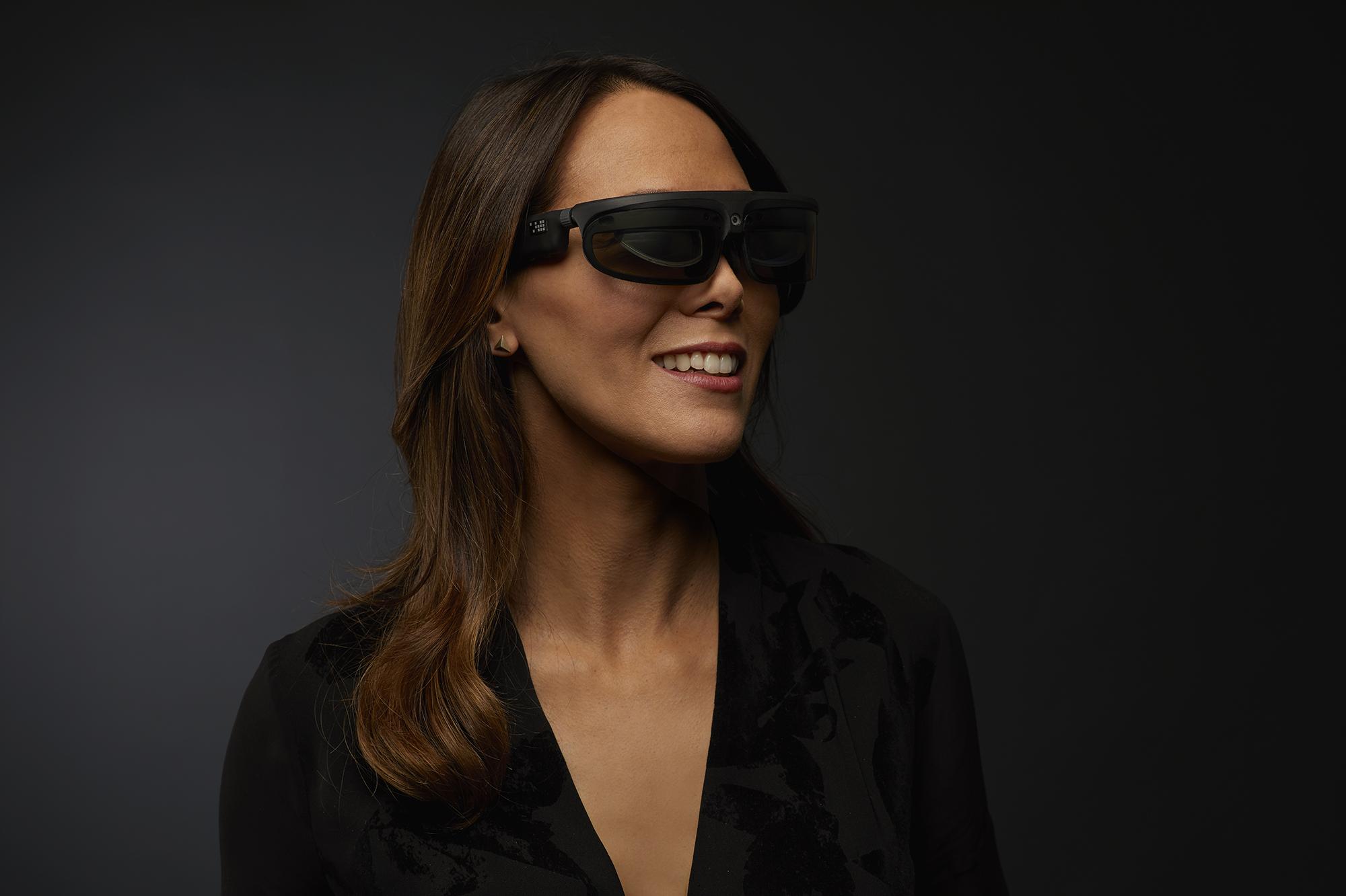 R8 smartglasses model