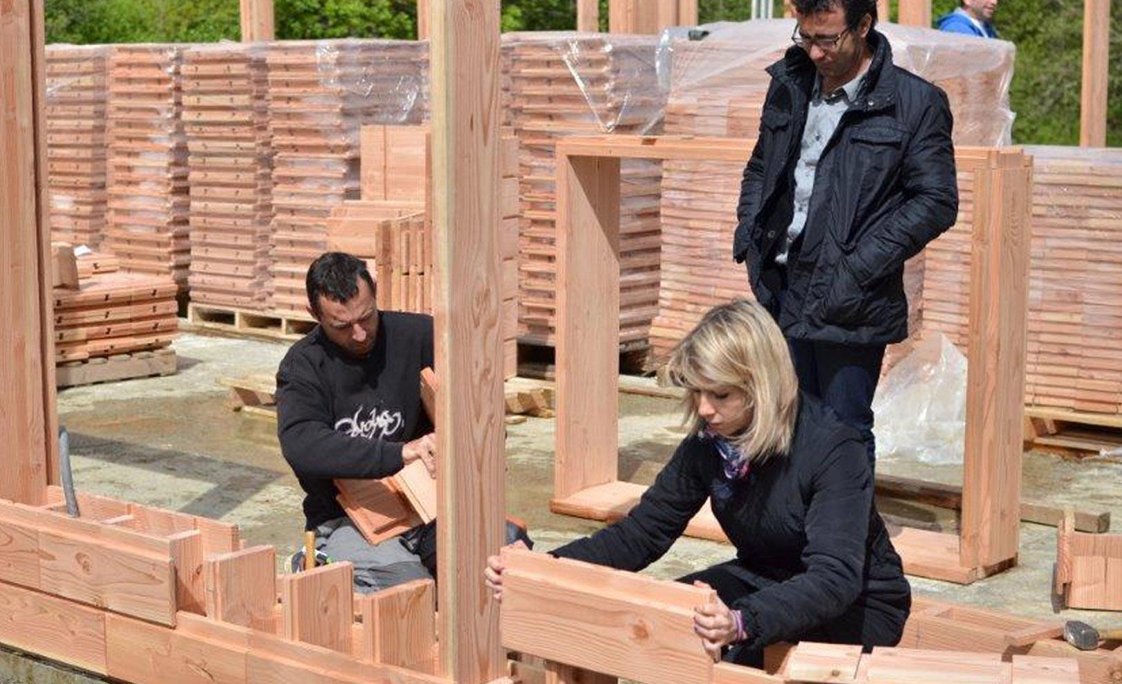 life sized lincoln logs wooden bricks make building a house crazy easy. Black Bedroom Furniture Sets. Home Design Ideas