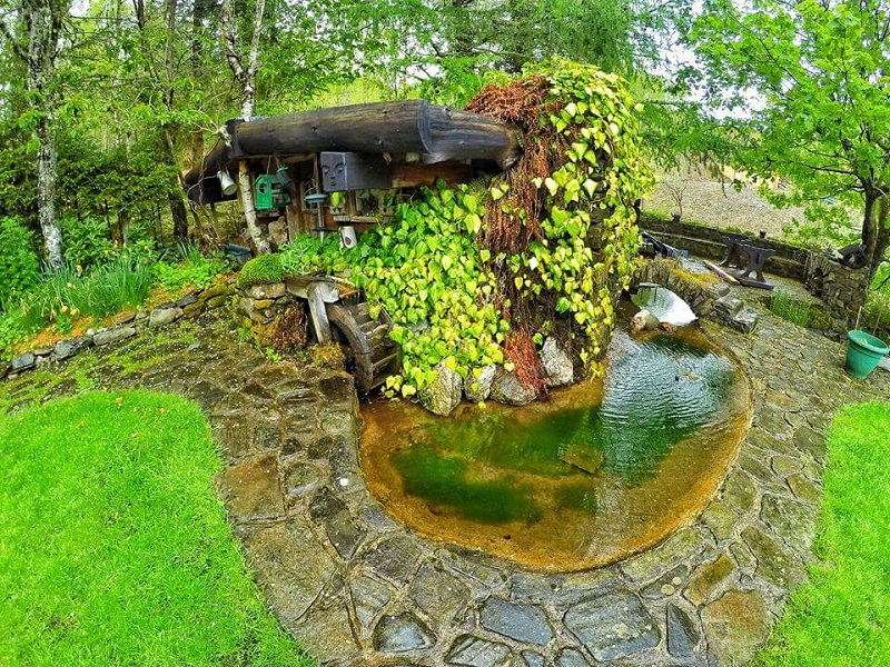 Hobbit House - Garden Pond