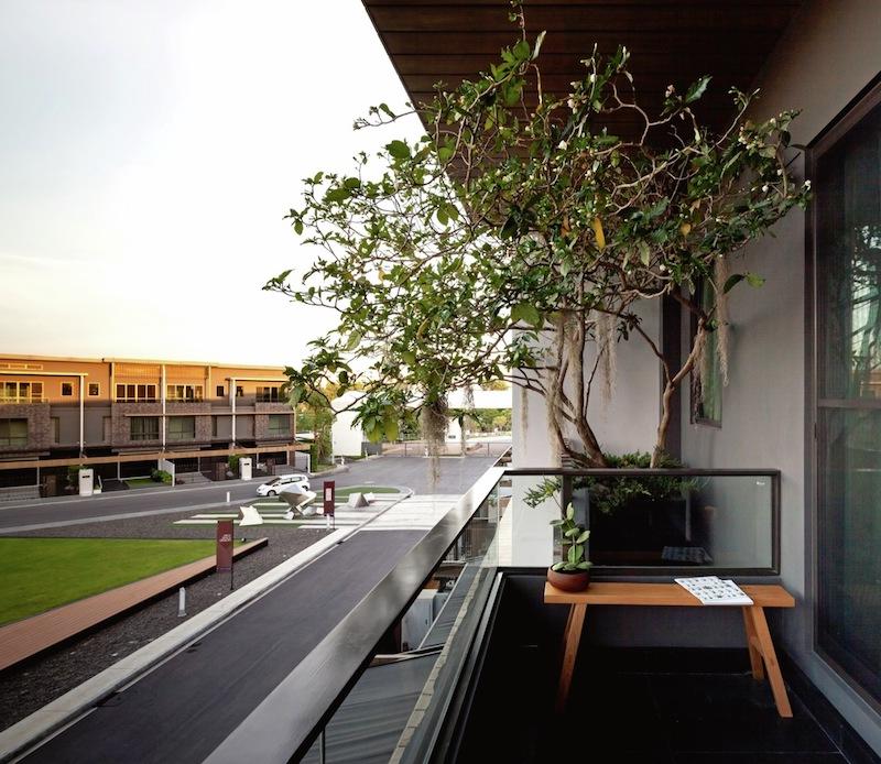 Feature House - Balcony