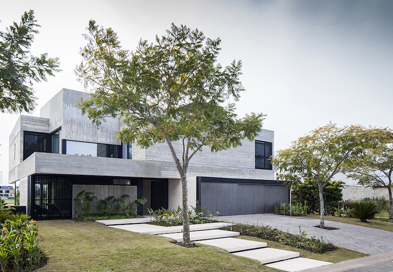 FSY House: Modern Home Overlooks Argentine Lagoon